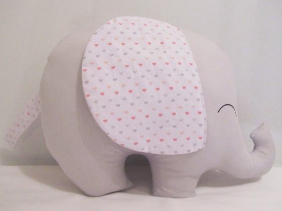 Almofada Elefantinho Cinza e Orelhas Corações